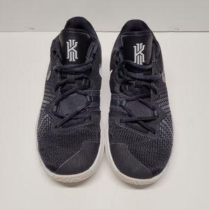 NIKE Kyrie Flytrap Kids Shoes, sneakers Size 5Y